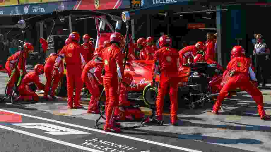 Sebastian Vettel em pit stop durante o GP da Austrália - ASANKA BRENDON RATNAYAKE/AFP