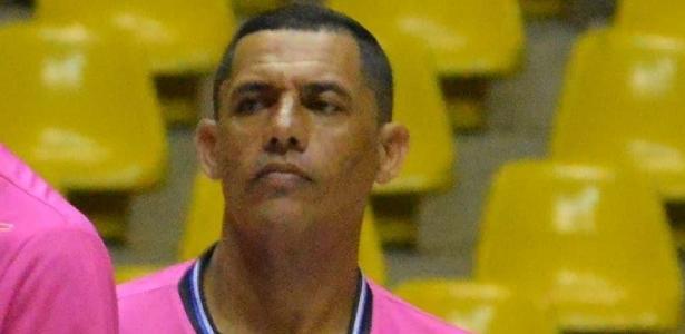 Caiu em quadra | Árbitro morre após passar mal durante jogo de futsal em SP