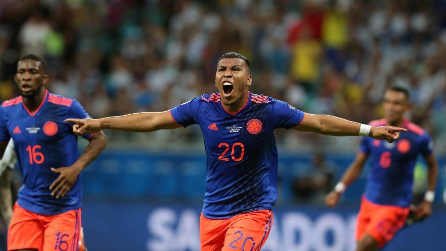 Roger Martinez fez o primeiro gol da Colômbia contra a Argentina hoje à noite, na Arena Fonte Nova - REUTERS/Edgard Garrido