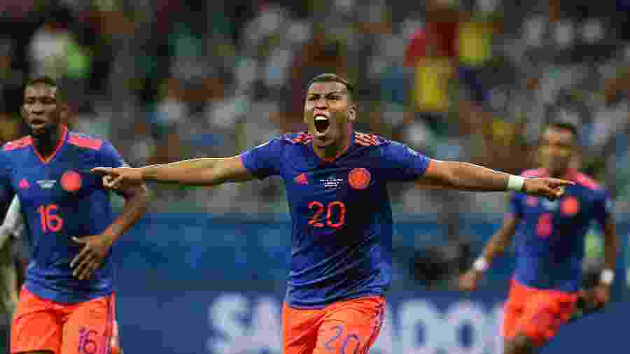 Colombianos comemoram gol contra a Argentina -  REUTERS/Edgard Garrido