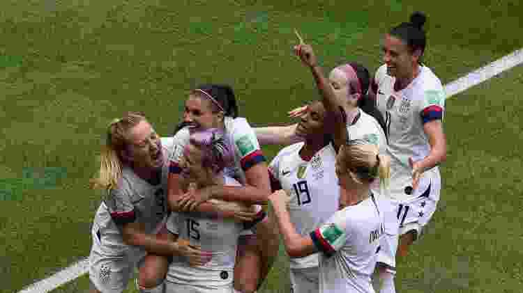 Jogadoras norte-americanas comemoram gol na Copa do Mundo - Jean-Philippe KSIAZEK / AFP - Jean-Philippe KSIAZEK / AFP