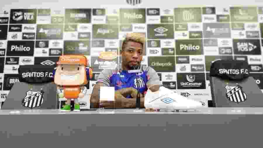Marinho concede entrevista coletiva no CT do Santos - UOL