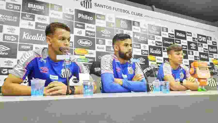 Sandry (esquerda), Felipe Jonatan (centro) e Kaio Jorge (direita), os três convocados do Santos para a Seleção Brasileira de base - UOL