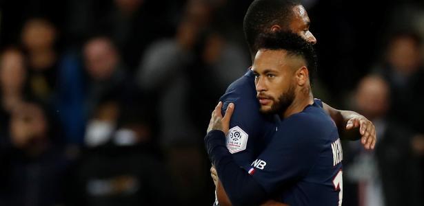 Estádio dividido | PSG: Neymar vira as costas para torcida e encara vaias