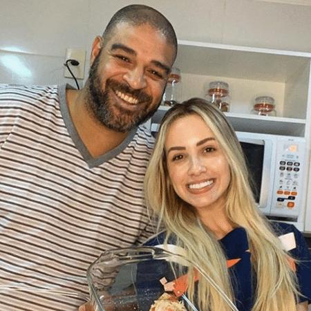 Adriano e a namorada Victoria Moreira mostram pizza caseira - Reprodução/Instagram