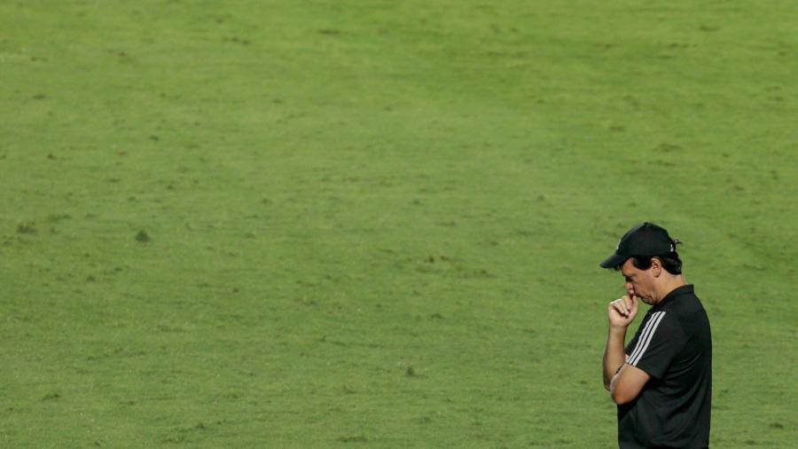 Fernando Diniz, técnico do São Paulo, está bastante questionado no clube - Marcello Zambrana/AGIF