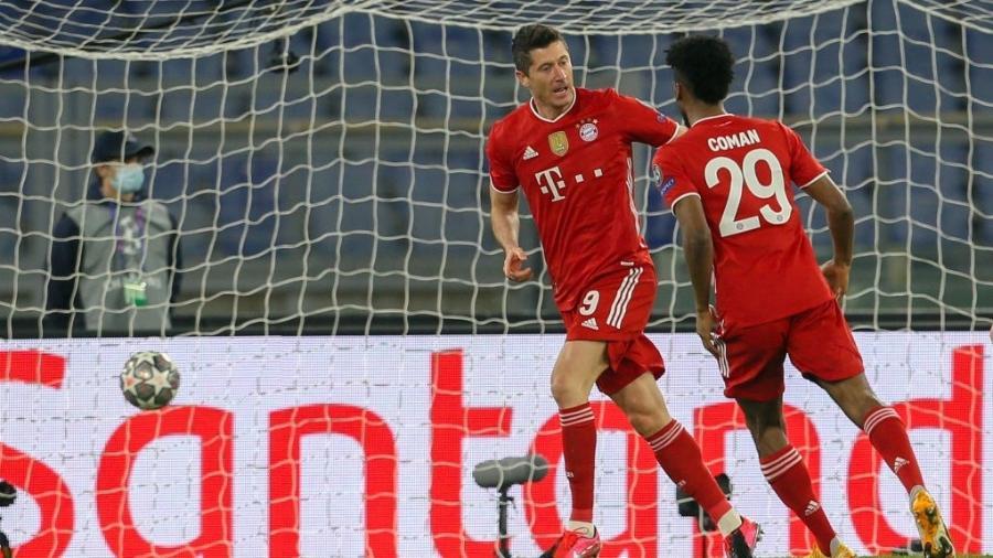 Robert Lewandowski comemora gol do Bayern de Munique sobre a Lazio pela Liga dos Campeões - Giampiero Sposito/Getty Images
