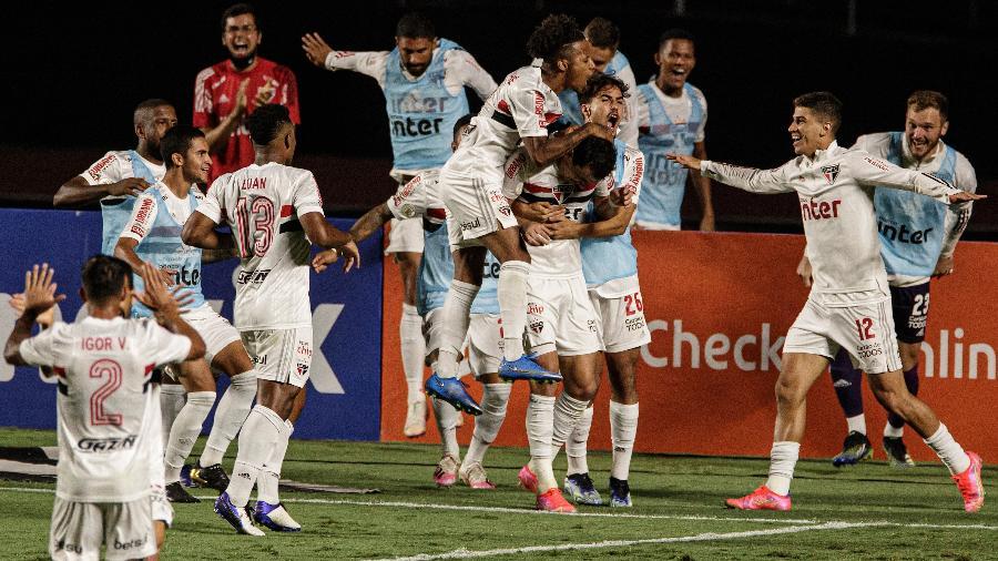 Jogadores do São Paulo comemoram gol de Pablo sobre o Flamengo - Pedro Martins/UOL