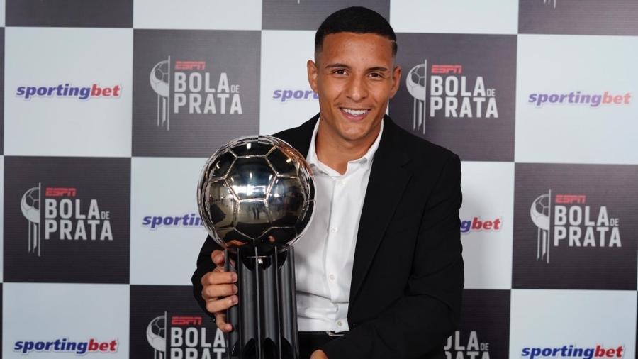 O lateral-esquerdo do Atlético-MG Guilherme Arana recebe a Bola de Prata como um dos melhores do Brasileirão - André Porto