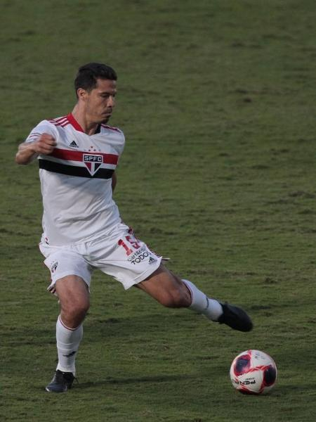 Hernanes controla a bola em partida do São Paulo contra o Mirassol pelo Paulistão - Miguel Schincariol/SPFC