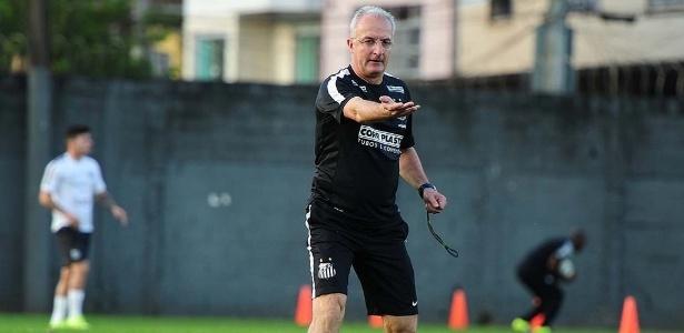 Treinador completa 100 jogos no comando do Santos, neste sábado, na Vila Belmiro