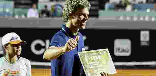 Guga é homenageado no RJ e cobra valorização de tenistas brasileiros ... 022ade6c1fcde