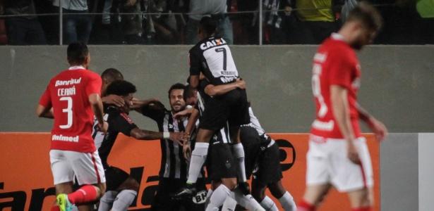 Vitória sobre o Inter, pelo Brasileiro de 2016, foi um dos jogos do Atlético com o trio formado por Fred, Robinho e Clayton - Thomas Santos/AGIF
