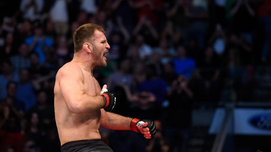 Stipe Miocic comemora vitória sobre Junior Cigano no UFC 211 - Josh Hedges/Zuffa LLC/Zuffa LLC via Getty Images
