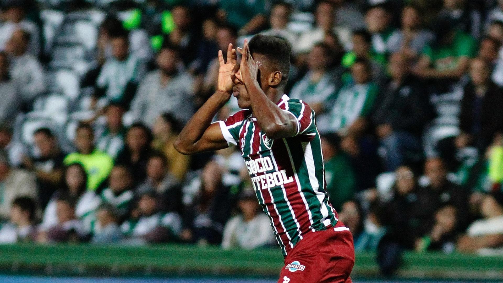 Léo Pelé comemora gol do Fluminense diante do Coritiba em jogo pelo Campeonato Brasileiro 2017