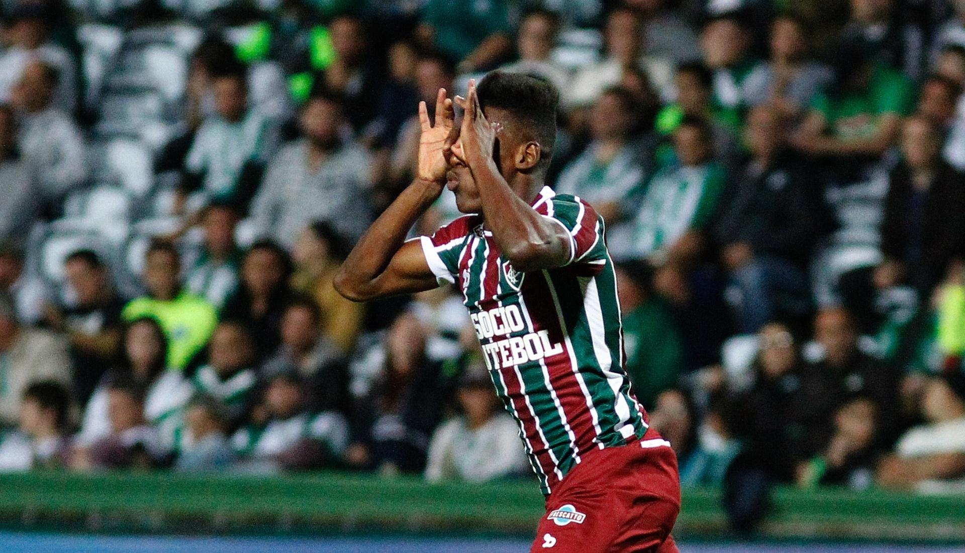599f27089b Lateral Léo deixa o Flu e acerta empréstimo até dezembro com o Bahia -  03 01 2018 - UOL Esporte