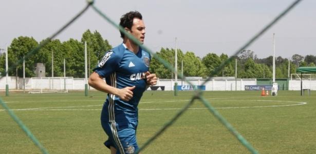 Kléber treina no CT do Coxa: acerto com o Paraná não saiu pelo tempo do contrato