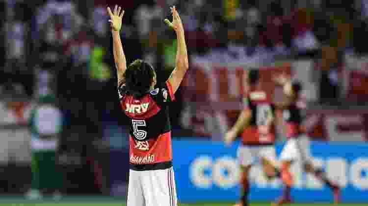 Willian Arão festeja gol do Flamengo ajoelhado em campo - Luis Acosta/AFP - Luis Acosta/AFP