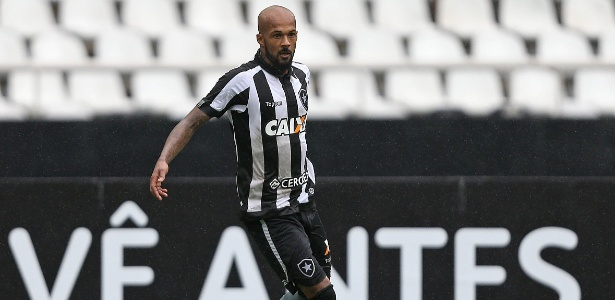Bruno Silva, volante do Botafogo, está perto de acordo com o Cruzeiro