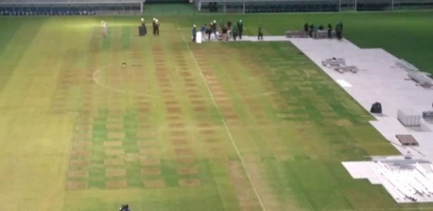 Palco do show da última quarta-feira ficou na área central do gramado da Arena do Grêmio