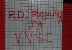 Torcida picha muro do Barradão e pede renúncia do presidente do Vitória - Reprodução/Whatsapp