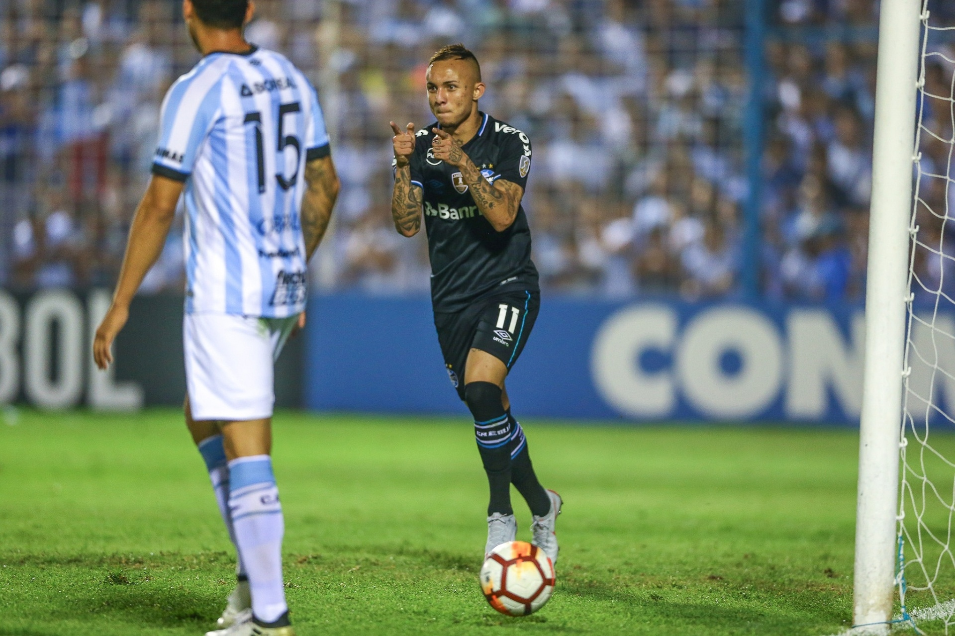 Everton diz que golaço do Grêmio foi  improviso