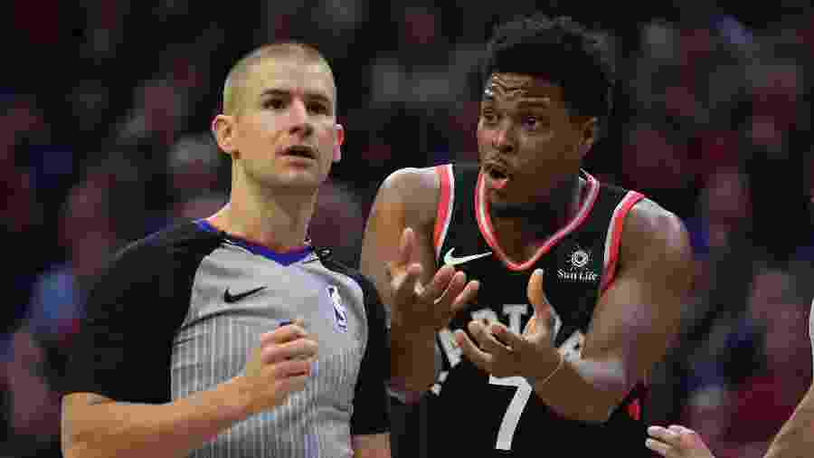 Kyle Lowry reclama com árbitro da NBA - James Lang-USA TODAY Sports