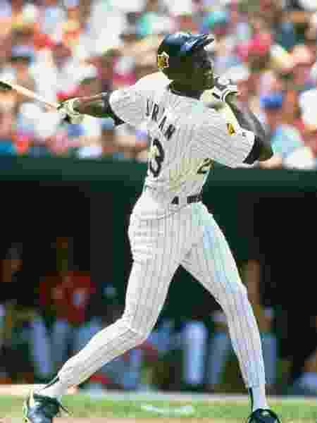 Michael Jordan, na época em que jogava beisebol pelo Birmingham Barons - Focus on Sport/Getty Images - Focus on Sport/Getty Images