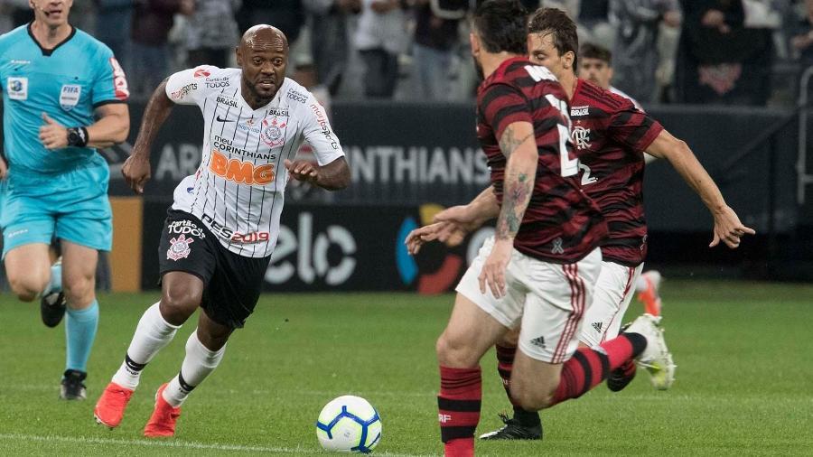 Love parte em velocidade contra a defesa em jogo entre Corinthians x Flamengo, em 2019 - Daniel Augusto Jr/Ag. Corinthians