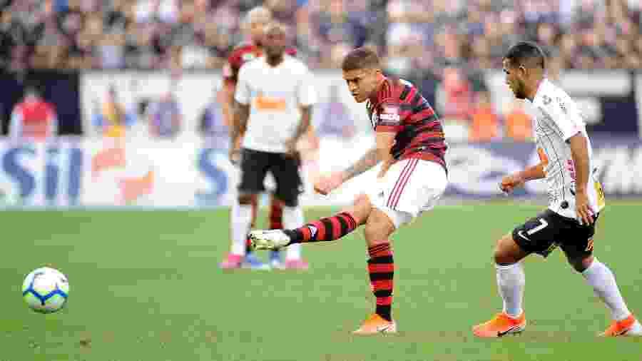Cuéllar durante o confronto entre Flamengo e Corinthians. Futuro do volante ainda é incerto - Alan Morici/AGIF