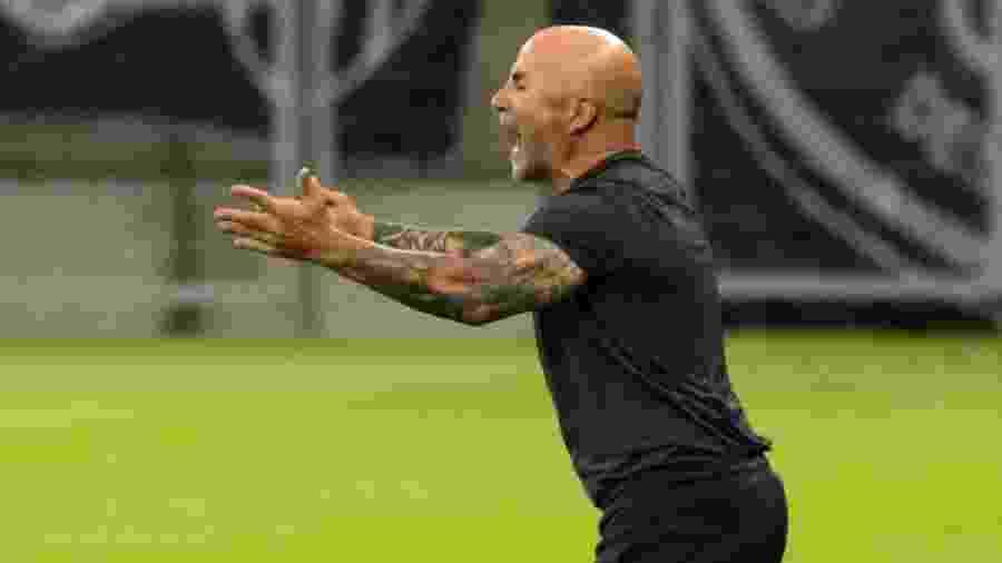 Jorge Sampaoli comanda o Atlético-MG durante partida contra o Corinthians pelo Brasileirão 2020 - Fernando Moreno/AGIF