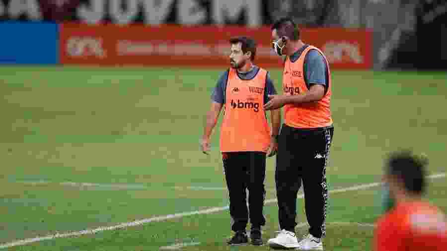Ramon Menezes e seu auxiliar Thiago Kosloski: momento turbulento enfrentado pelo Vasco na temporada - Rafael Ribeiro / Vasco