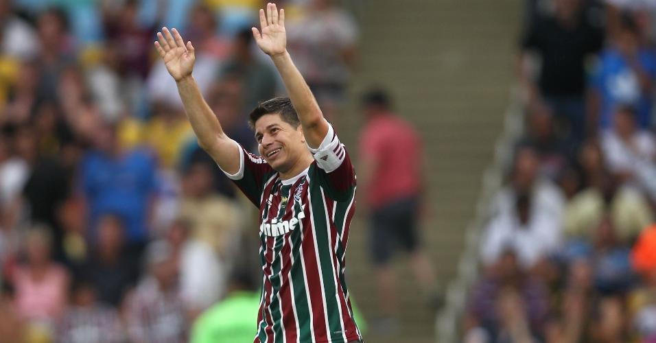 Conca comemora com camisa do Fluminense
