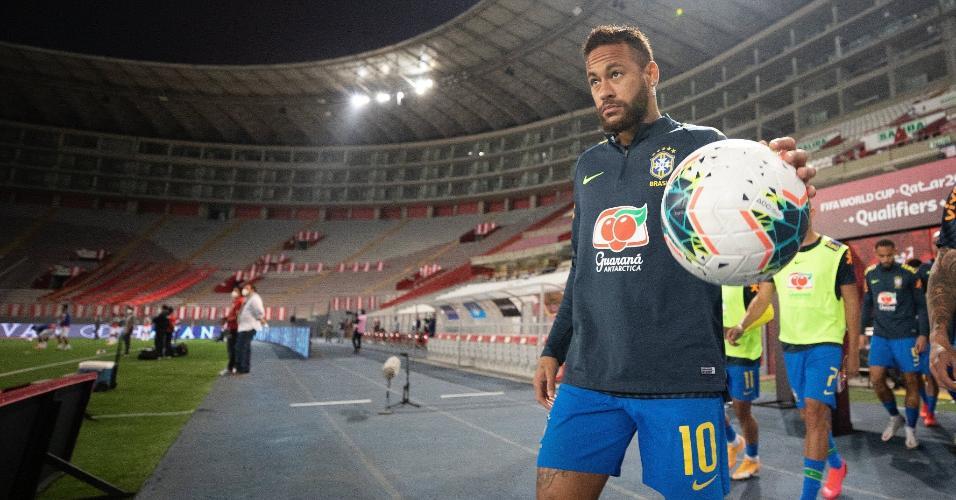 Neymar, no aquecimento antes da partida entre Peru e Brasil