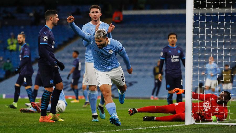 Agüero comemora seu gol pelo Manchester City contra o Olympique - PHIL NOBLE/REUTERS