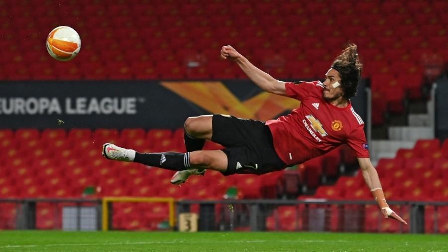 Cavani brilha e marca duas vezes na vitória do Manchester United contra a Roma na Liga Europa - Paul ELLIS / AFP