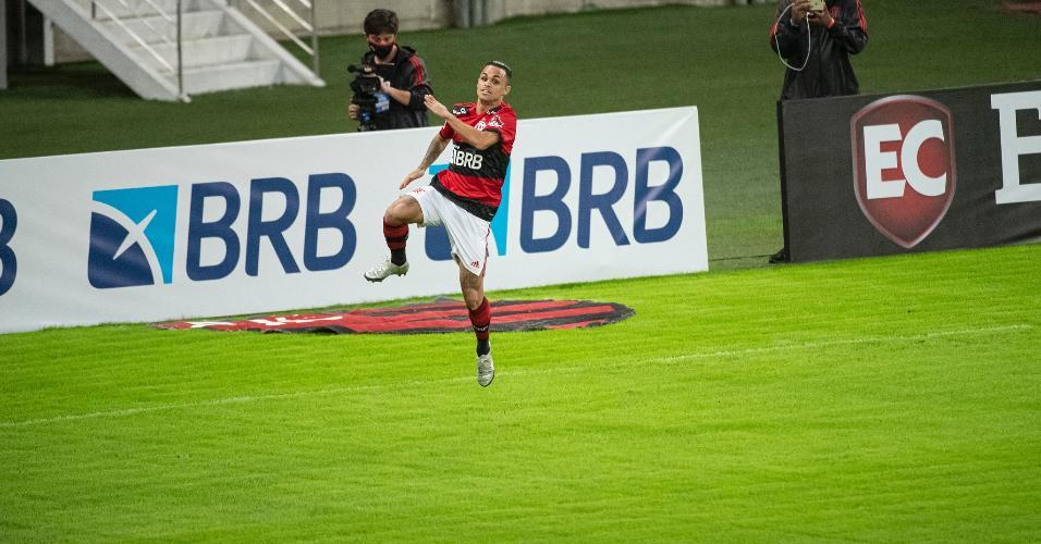 Michael comemora o gol do Flamengo contra o Volta Redonda, na semifinal