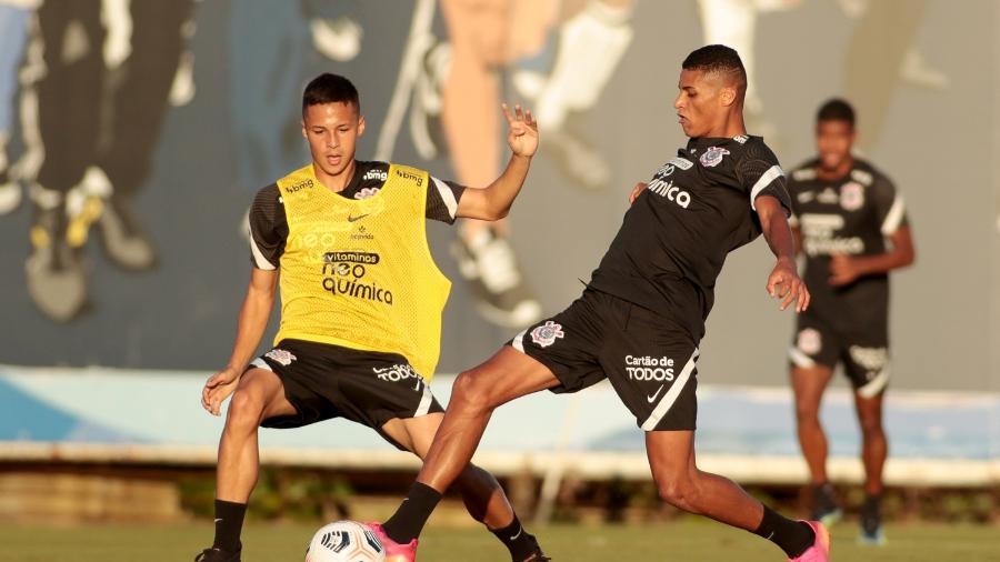 Matheus Araújo e Rodrigo Varanda, dois nomes que subiram este ano aos profissionais do Corinthians  - Rodrigo Coca/ Ag. Corinthians