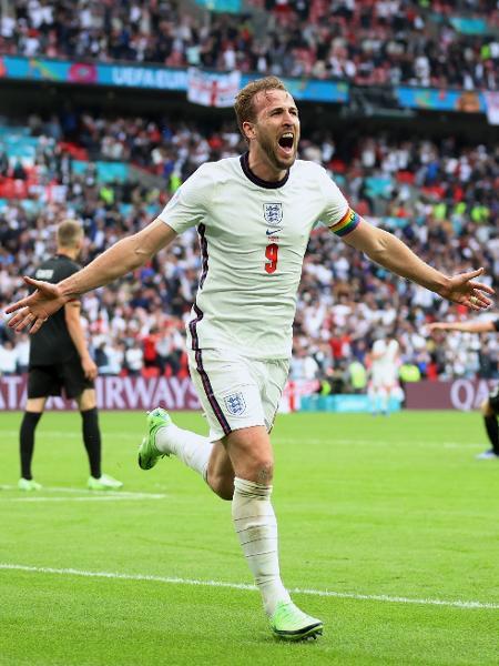 Harry Kane marca de cabeça contra a Alemanha nas oitavas de final da Eurocopa - Catherine Ivill/Getty Images