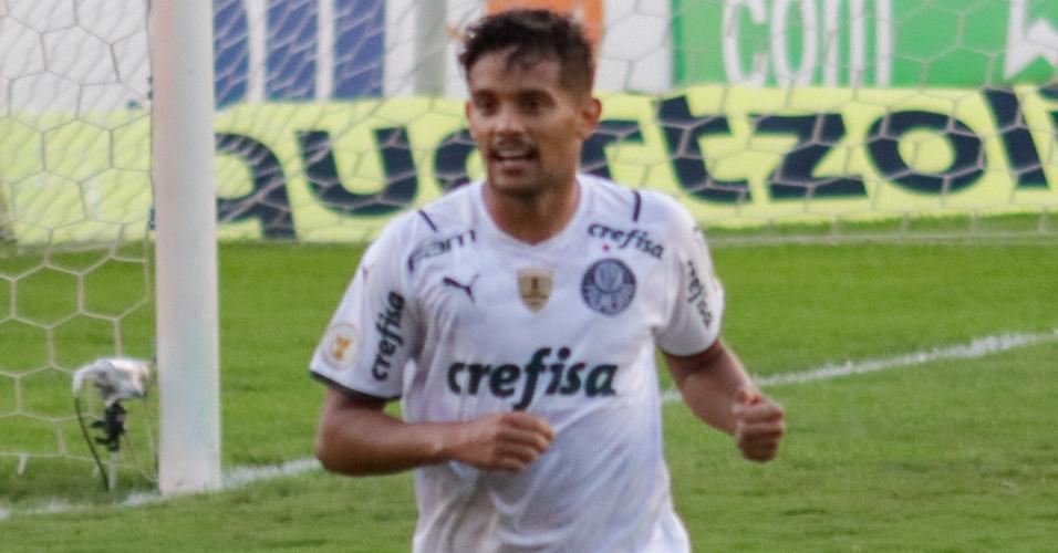 Gustavo Scarpa comemora gol do Palmeiras sobre o Sport