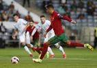 CR7 celebra virada heroica de Portugal com recorde: