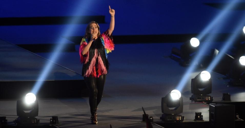 Cantora Serena Ryder canta durante o encerramento do Pan de Toronto