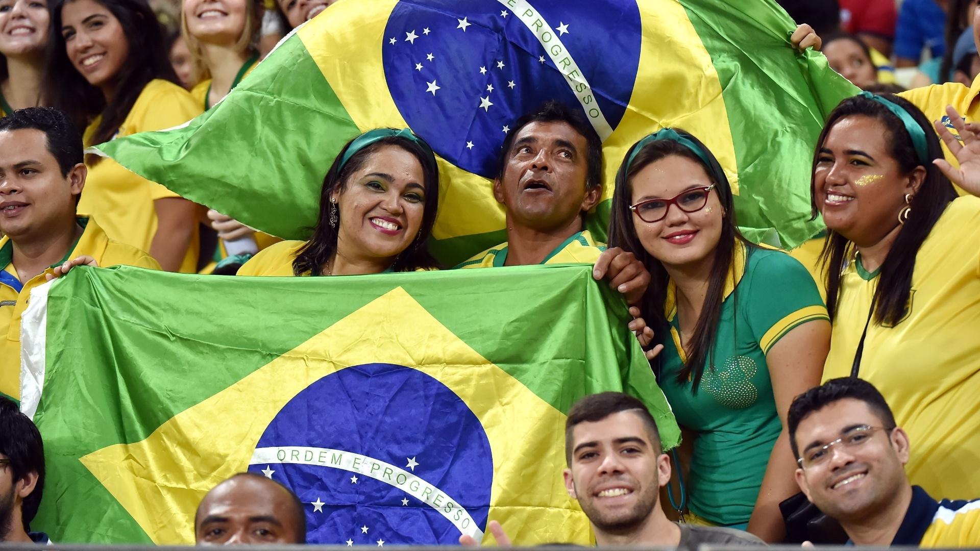 Torcida do Brasil já está no Castelão para acompanhar a partida da seleção contra a Venezuela pelas Eliminatórias da Copa