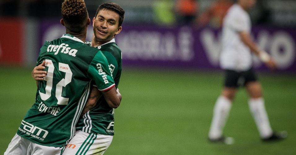 Dudu festeja um dos gols do Palmeiras