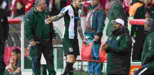 Santistas não engoliram a última partida disputada contra o Inter no estádio Beira-Rio - Jeferson Guareze/AGIF