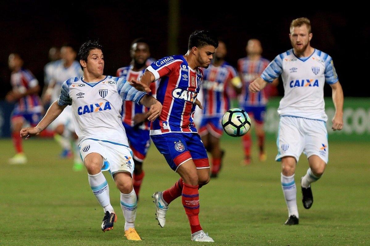 Bahia e Avaí se enfrentam no Estádio do Pituaçu pelo Campeonato Brasileiro 2017