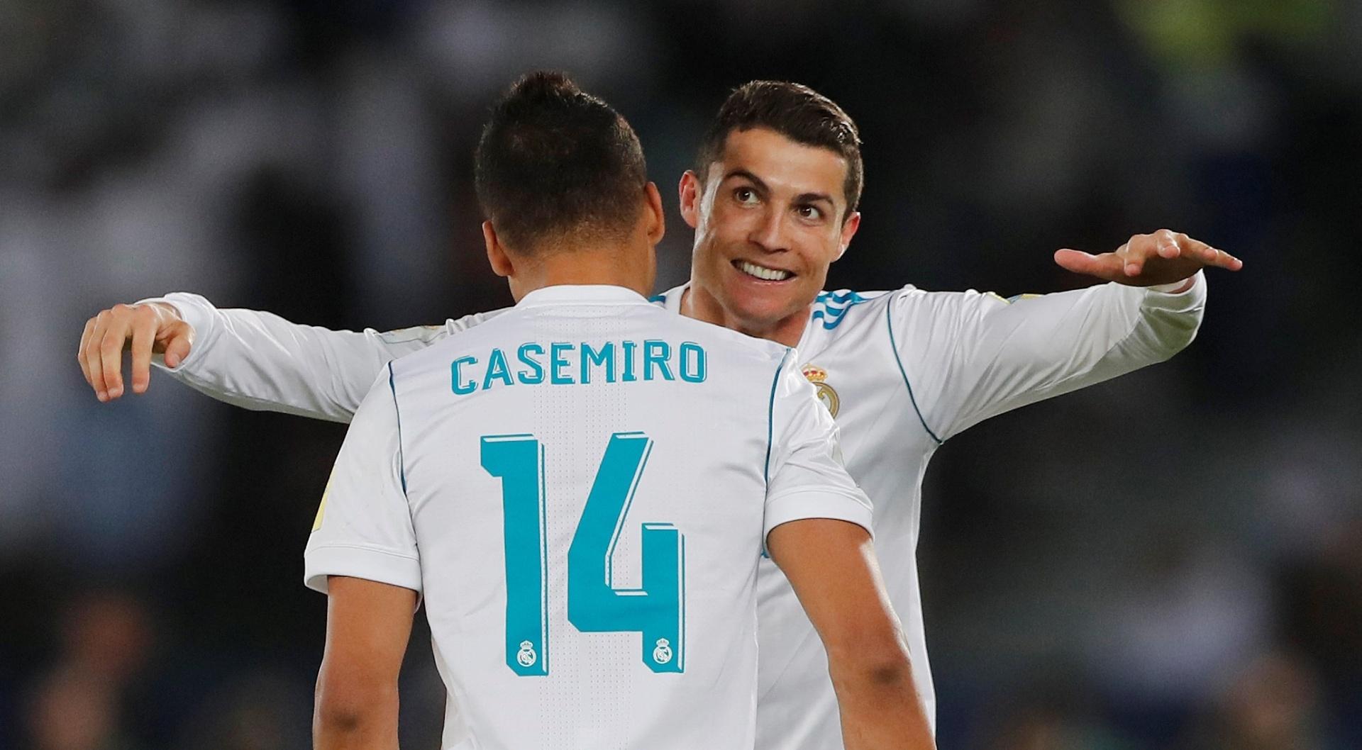 Cristiano Ronaldo comemora com Casemiro o gol do Real Madrid sobre o Grêmio