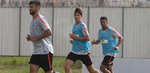 O meia Mateus Vital será titular do Corinthians na estreia pelo clube alvinegro