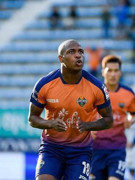Diego Maurício comemora gol por seu time na Coréia do Sul - Divulgação/ Gangwon