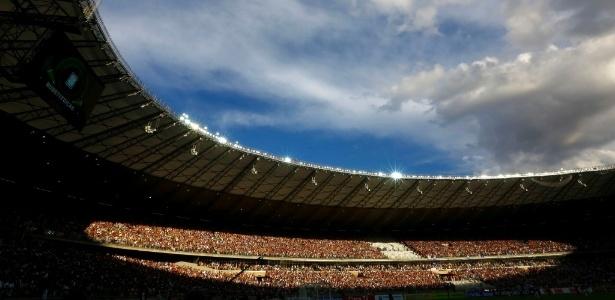 Cena rara no Mineirão após a reforma: torcidas de Atlético-MG e Cruzeiro meio a meio - Marcus Desimoni/UOL
